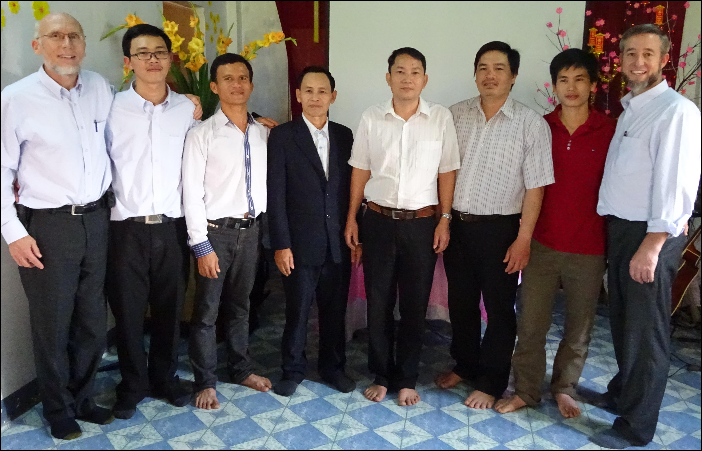 03 MTM team with the home brethren team, (L-R) Merle, David, Jeremi, Nehemi, Thanh, Tuan, Jonathan, Kent
